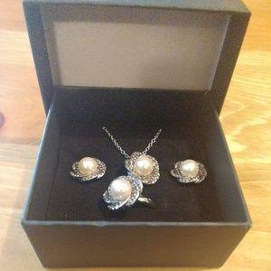 Matching jewelry set